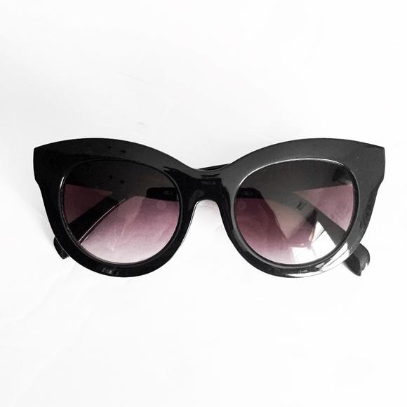 24df97a8a5003 OSCAR DE LA RENTA minimalist large sunglasses